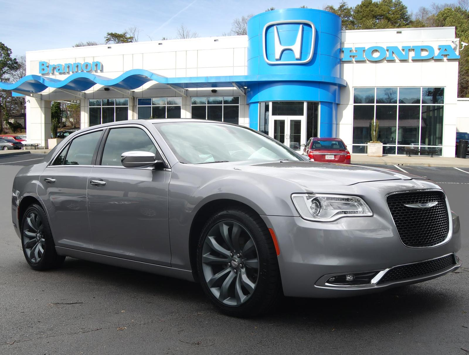 Pre-Owned 2018 Chrysler 300 Limited RWD