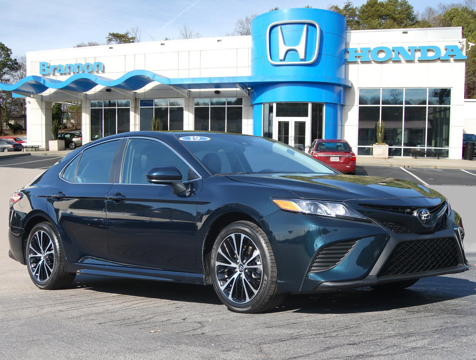 Pre-Owned 2019 Toyota Camry SE Auto (Natl)